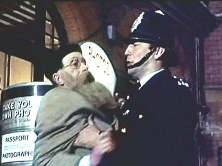 The - WHAT A CARRY ON - Gallery on YCDTOTV.de     Path: www.YCDTOT.de/carry_on_img/a_063.jpg