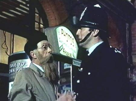 The - WHAT A CARRY ON - Gallery on YCDTOTV.de     Path: www.YCDTOT.de/carry_on_img/a_064.jpg