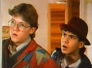 The Degrassi Junior High Gallery on YCDTOTV.de   Path: www.YCDTOT.de/djh_img/f2_195.jpg